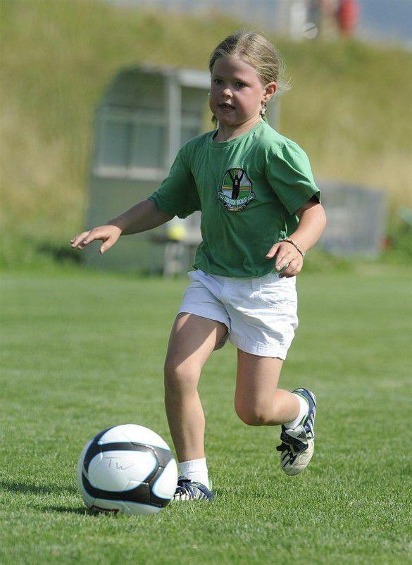 """VN erfüllen Kinderträume vom Training der Fußballspieler mit den Gewinnern von """"VN erfüllen Kinderträume"""