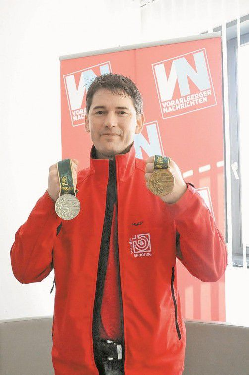 Wolfram Waibel jun. mit seinen beiden Olympiamedaillen. akp