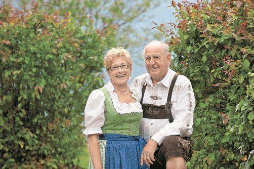 Zufrieden, glücklich und voller Lebensfreude genießt das Paar seine Altersjahre.