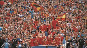 Spanier bereiteten EM-Gewinnern begeisterten Empfang