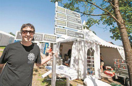 Wo geht's hier zum Szene Openair? Veranstalter Hannes Hagen kennt die Antwort. Fotos: VN/Rhomberg