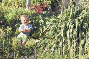 Pio kommt in Omas Garten voll auf seine Kosten