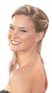 Neue Model-Show mit Bar Refaeli am Start