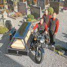 Auf Wunsch im Beiwagen zum Friedhof