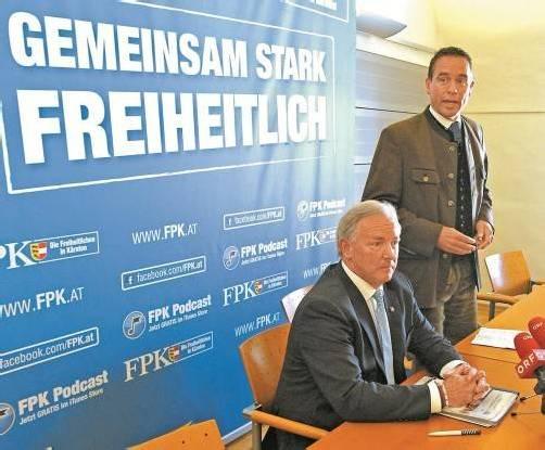 """""""Gemeinsam stark – freiheitlich"""": Uwe Scheuch (r.) vor seinem Rücktritt mit LH Gerhard Dörfler. Foto: APA"""