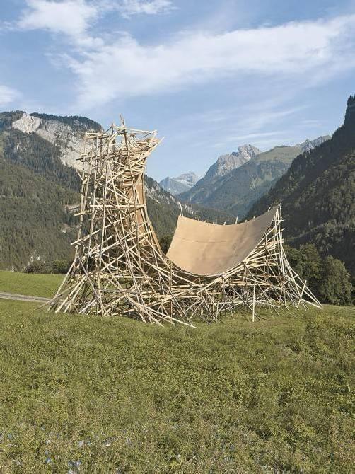 """Skulptur """"Umlenker"""" von Matthias Bildstein und Philippe Glatz in Schnepfegg. Foto: Bildstein"""