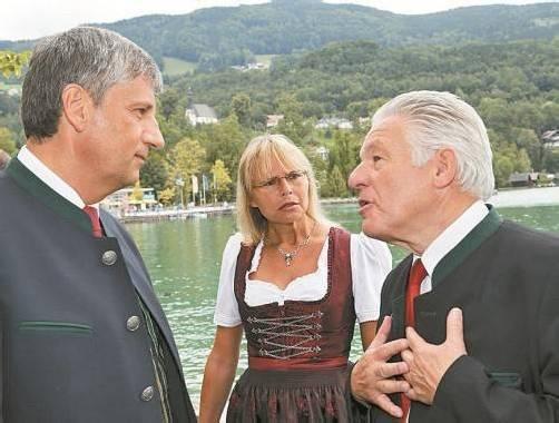 """""""Zukunft aus Tradition"""", sagt die ÖVP: Parteichef Spindelegger (l.) mit Justizministerin Karl und dem oö. Landeshauptmann Pühringer. Foto: APA"""