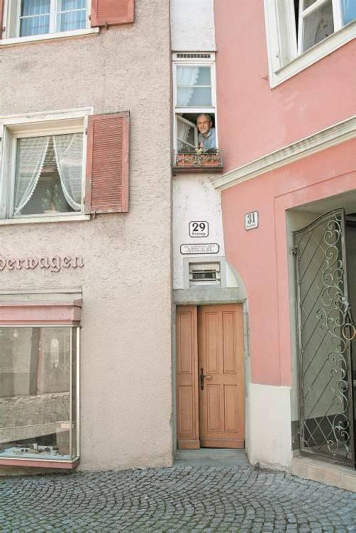 57 Zentimeter breit ist das Haus an der schmalsten Stelle. Fotos: VN/Ib