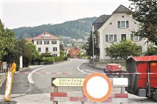 Ab heute für drei Tage gesperrt: Walgaustraße (L 50) in Klaus. Foto: Helmut Welte