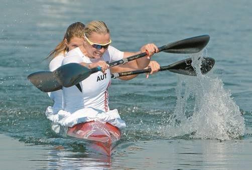 Alles gegeben, am Ende mit Platz fünf doch deutlich an der Medaille vorbeigerudert: Viktoria Schwarz (l.) und Yvonne Schuring. Foto: diener