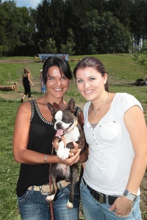 """Annette Geser mit """"Angie"""" (l.) und Tanja Saurer."""