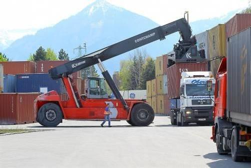 Beispiel Güterbahnhof Wolfurt: Der notwendigen Erweiterung fällt ein Stück Grünzone zum Opfer. Foto: VN/Hofmeister