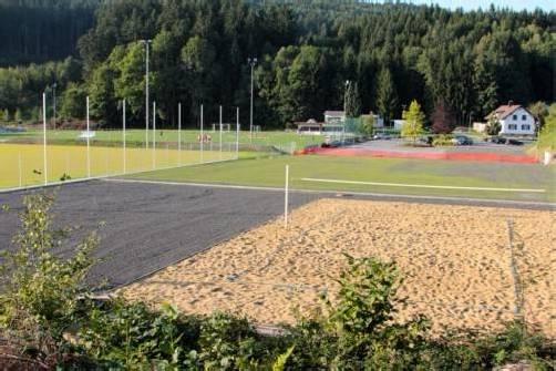 Bespielbar wird der neue Trainingsplatz auf dem Sportgelände Hofen im kommenden Jahr sein. Der Volleyballplatz ist bereits freigegeben. koe