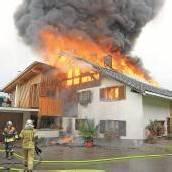 Blitz setzte Wohnhaus in Gurtis in Flammen