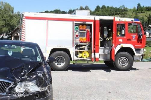 Das Feuerwehrfahrzeug war gerade auf dem Weg zum Unfall auf der Feldkircher Straße, als es zur Kollision mit dem Pkw kam. Fotos: Vol.at