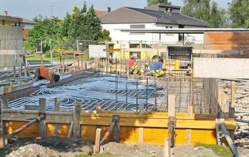 Das neue Pfarrhaus in Fußach wird laut Bauplan bis Sommer 2013 fertiggestellt sein. Foto: ajk