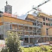 Holzaufbau am neuen Pfarrheim in Bludenz