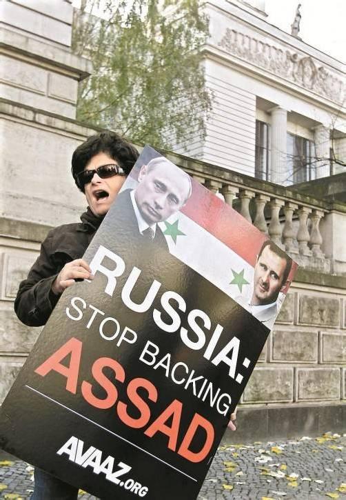 Demonstrantin: Russland soll Assad fallen lassen. Foto: DAPD