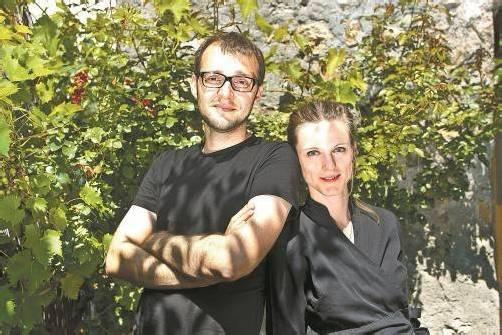 """Denise Amann und Denis Djulic im Gastgarten ihres Restaurants """"st'ill"""". Fotos: VN/Steurer, Privat"""