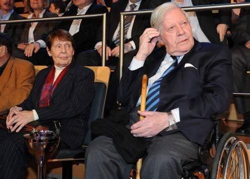 Der 93-jährige Altkanzler hat eine neue Lebensgefährtin – Ruth Loah ist seit Langem eine seiner engsten Vertrauten. Fotos: Epa; Reuters; dapd