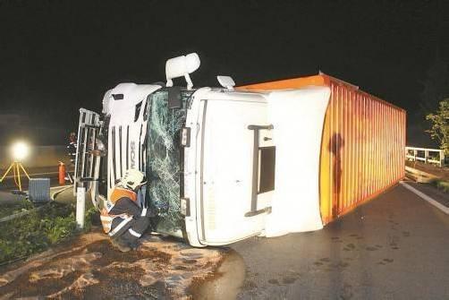 Der Lkw-Fahrer erlitt eine Schulterverletzung.  Hofmeister