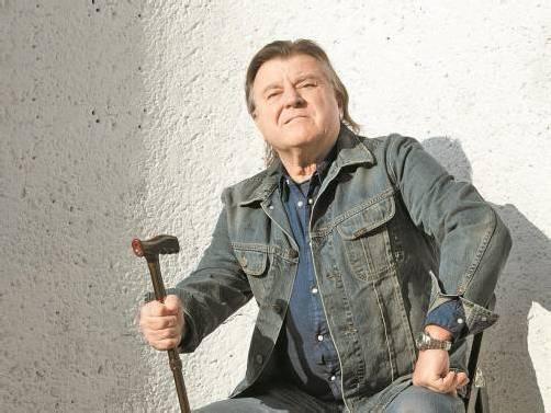 Der Satiriker Resetaris erreicht heuer sein Pensionsalter und wird in der Aufführung zum wilden und zornigen Wutbürger. Foto: Altes Kino