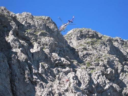 Der tödlich verunglückte Bergsteiger wurde vom Polizeihubschrauber Libelle geborgen. Foto: Leserreporter