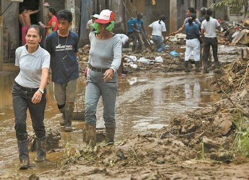 Die Fluten hinterließen eine Spur der Verwüstung. Foto: EPA