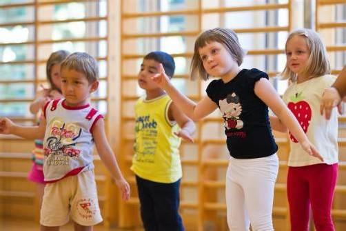 Die Kleinsten der Tanzgruppe Feldkirch sind voller Begeisterung dabei. Fotos: vn/Steurer