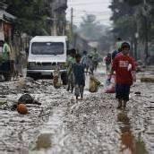 Schlammberge nach Flut auf den Philippinen