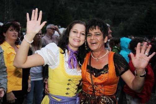 Dürfen bei der Alpenparty im Kleinformat mit Gratis-Eintritt rechnen: Fans des bisherigen Megaspektakels in Klösterle. Foto: Meznar