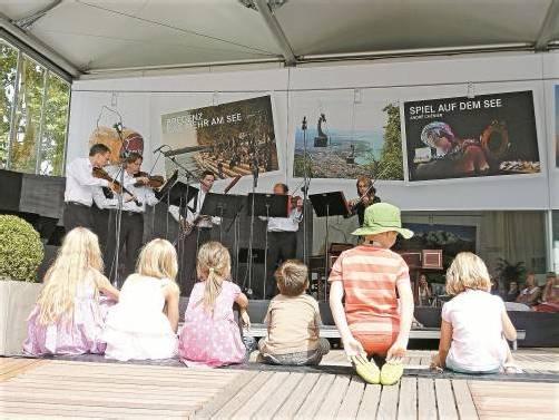 Ein Symphonikertag bietet Gelegenheit, die jungen Konzertbesucher zu ködern. Dem Bratschen-Quartett samt Fagottisten gelang es. Foto: VN/cd
