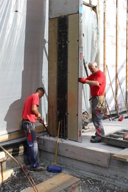 Erweiterungsarbeiten für Kindergarten: Derzeit werden die Wände des Gruppenraums betoniert. Foto: soc