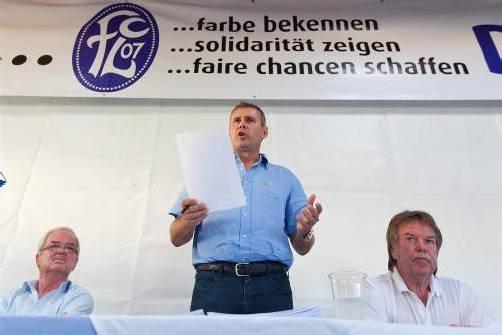 FCL-Präsident Mag. Dieter Sperger wurde wiedergewählt, links Franz König, rechts Kurt König. Foto: Steurer