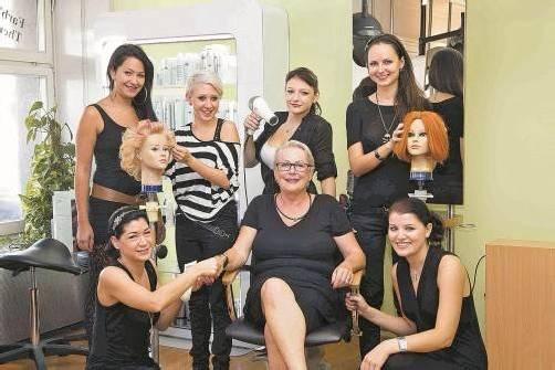 Helga Weisl und ihr Team suchen einen Lehrling für ihren Frisiersalon in Dornbirn. Foto: VN/paulitsch
