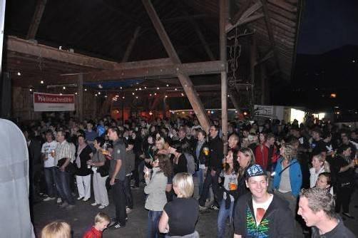 """Heuer stehen bei """"Rock am Bauernhof"""" drei Bands auf der Bühne der Familie Borg in Nenzing-Beschling foto: veranstalter"""