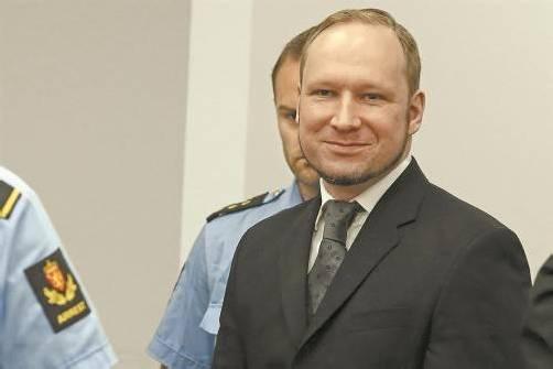Höchststrafe: So lächelt Massenmörder Anders Behring Breivik nach der Urteilsverkündung im Osloer Gericht. Foto: Reuters