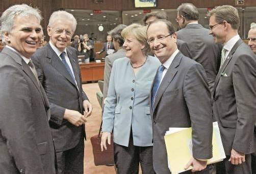 Hollande (r.) schuf die Finanzsteuer. Bundeskanzler Faymann (l.), Monti (Italien) und Angela Merkel hätten sie gerne. Foto: REUTERS