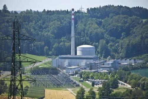 Idyllisch liegt das Atomkraftwerk Mühleberg nahe Bern. Die Bernische Kraftwerke AG kämpft um den Weiterbetrieb bis 2022. Foto: vN/hartinger