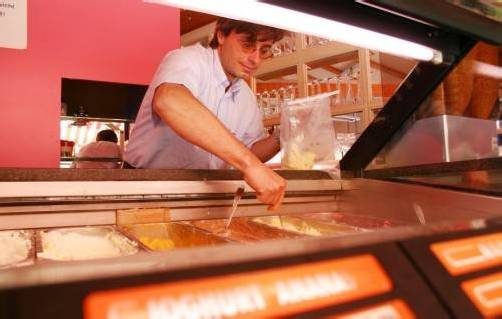 In Eissalons waren die Vorarlberger Lebensmittelkontrolleure heuer bereits. 34 Proben wurden gezogen. Foto: VN