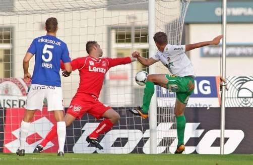Jürgen Kampel erzielt per Kopf den zweiten Treffer für die Austria, im Tor David Wimleitner. Foto: Diener