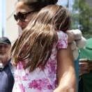 Katie Holmes schickt Suri auf teure Elite-Schule