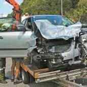 Schwerer Unfall mit drei Autos und vier Verletzten