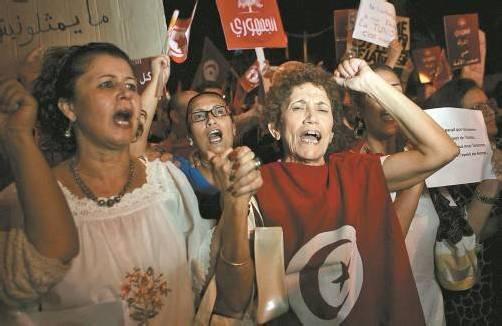 """Kundgebung in Tunis: """"Gleichheit in der Verfassung."""" Foto: Reuters"""
