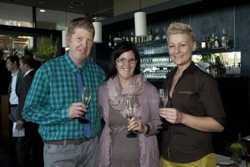 Luden zur Lokaleröffnung: Christian Zickler (l.) mit Stefanie Herburger und Restaurantleiterin Beate Thurnher. FotoS: FRANC