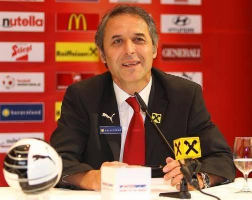 Nach dem 2:0-Sieg über die Türkei entkam dem Teamchef Marcel Koller auch ein Lächeln. Seine Bilanz fiel durchwegs positiv aus. Foto: gepa