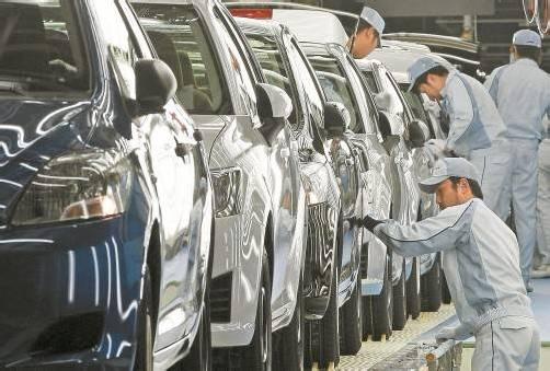Nach einigen Rückschlägen hat sich Toyota wieder erholt und ist beim weltweiten Absatz in den ersten sechs Monaten 2012 wieder die Nummer eins.