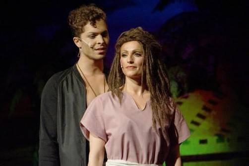 Rahel Fischer als Aida und Julian David als Radames. Fotos: hronek