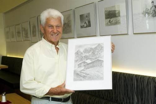 """Russ-Preis-Träger Josef Wirth verkauft 20 seiner Zeichnungen zugunsten von """"Ma hilft"""". VN/Paulitsch"""