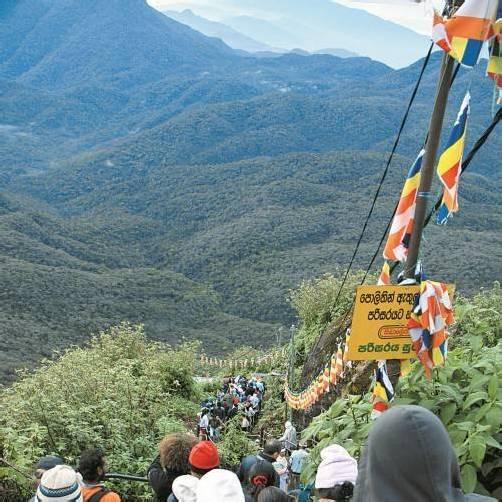 Sieben Kilometer Aufstieg warten bis zum Gipfel. Foto: Duschek